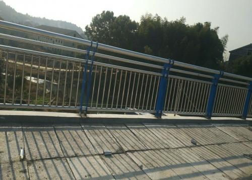 岳阳空港大道三叉港大桥护栏