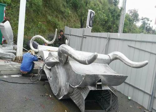 龙山龙形雕塑