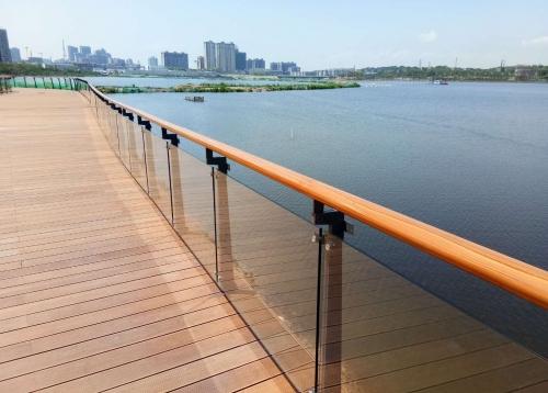 岳阳东风湖玻璃栏杆